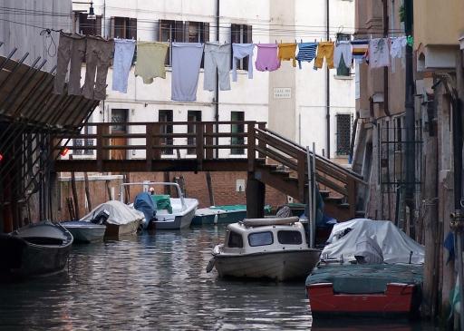 Venetian clothesline
