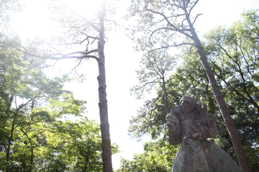 A statue of Queen Elizabeth I stands tall. The gardens also has a portrait of the queen.