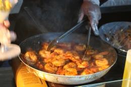 Aramark cooks blacken shrimp   Where Erin Goes