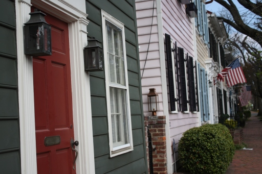 Quaint and charming Old Town is the perfect setting for a romantic stroll. The historic neighborhood is lined with colorful row houses, unique boutiques and eateries of all kinds.