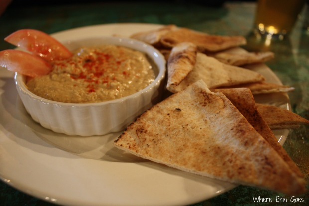 The hummus is served with pita bread slices and fresh tomato. (Photo by Erin Klema.)
