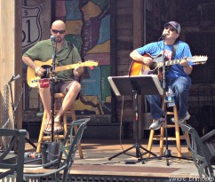 Live music at the House of Blues' Front Porch Bar during happy hour! (Photo by Erin Klema)