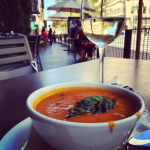 Lunch on the patio at Yard House Denver (Photo by Erin Klema)